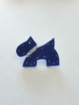broche-con-perro-westie-en-azul-acabados-en-blanco-miscomplementosfavoritos-1