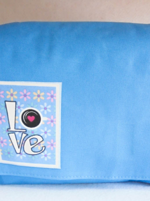 bandolera-de-lona-azul-con-decorado-love-miscomplementosfavoritos-1