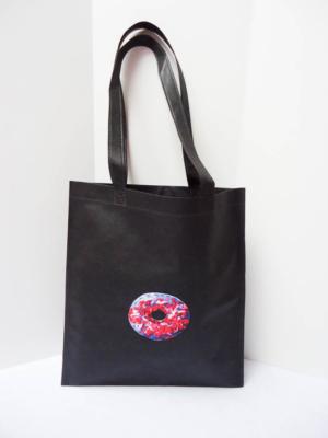bolsa-tote-bag-en-negro-con-rosquilla-miscomplementosfavoritos-1
