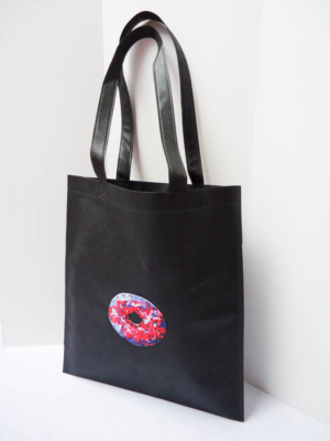 bolsa-tote-bag-en-negro-con-rosquilla-miscomplementosfavoritos-2