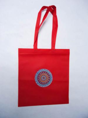 bolsa-tote-bag-roja-con-dibujo-circular-multicolor-miscomplementosfavoritos-3