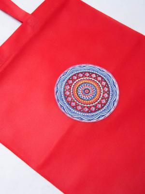 bolsa-tote-bag-roja-con-dibujo-circular-multicolor-miscomplementosfavoritos-4